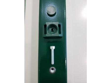 Spojnica za kvadratni stup s zakivnom maticom i vijkom M6 tamno zelena